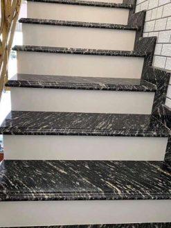 Cầu thang đá granite Black Forest