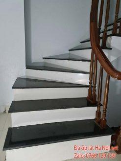 đá cầu thang mặt đen cổ trắng