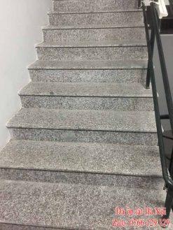 Cầu thang đá tím hoa cà