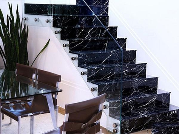 Đá Granite Đen Tia Chớp ốp cầu thang
