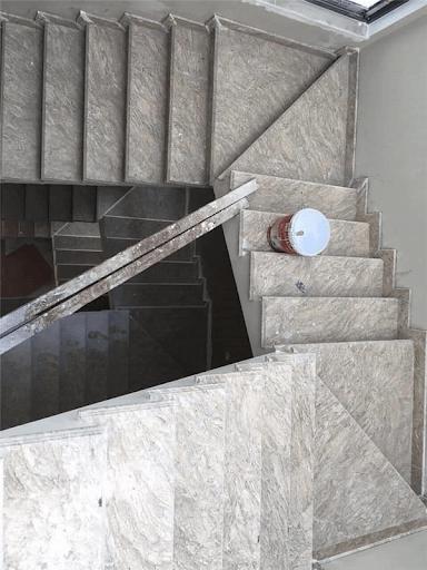 Đá cầu thang trắng vân gỗ Granite