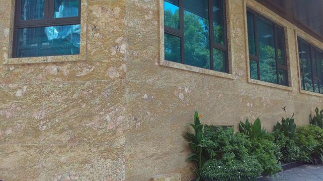 Đá Granite Imperial Gold dùng ốp tường