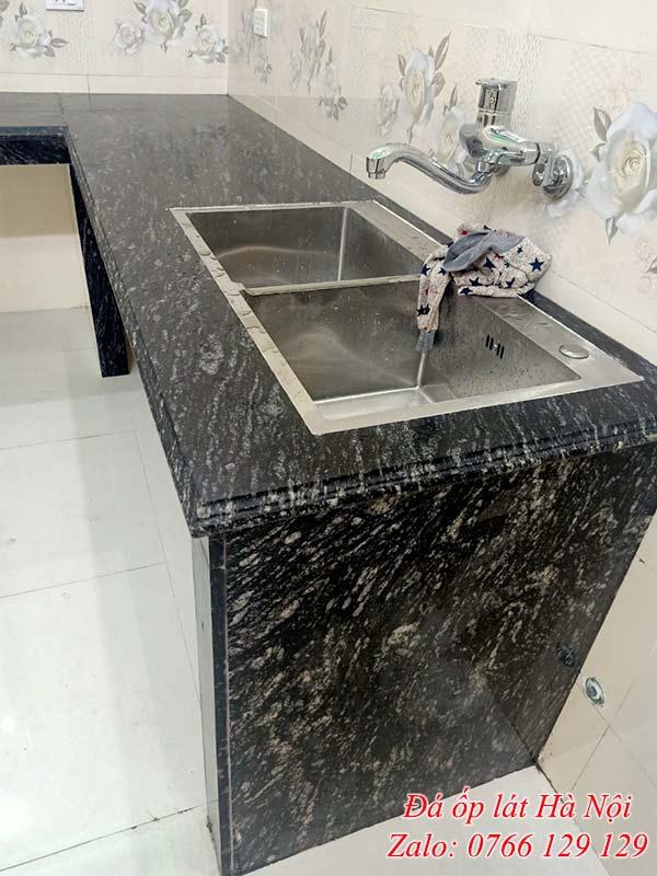 Đá granite đen rừng ốp bếp