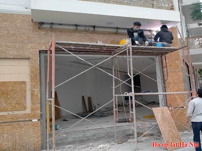 Thi công lắp đặt đá trang trí mặt tiền nhà tại công trình