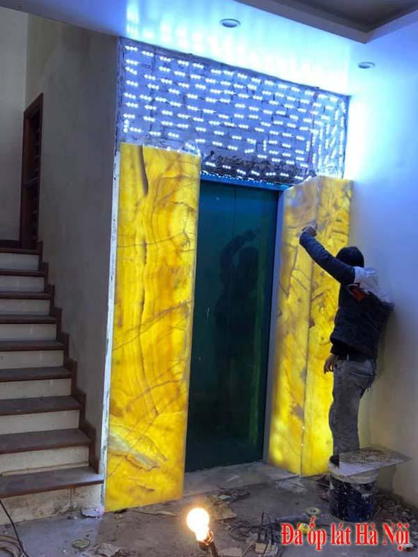 Đá onyx vàng xuyên sáng ốp thang máy