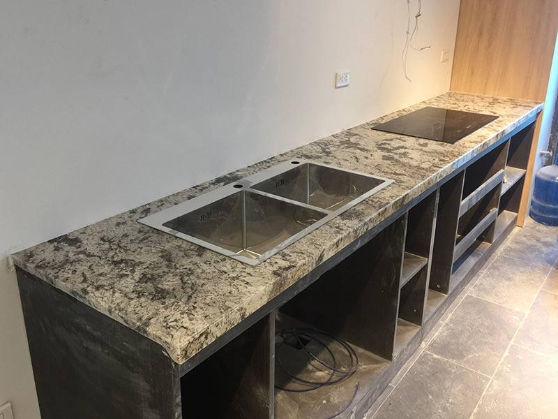 Đá ốp bếp granite trắng alaska